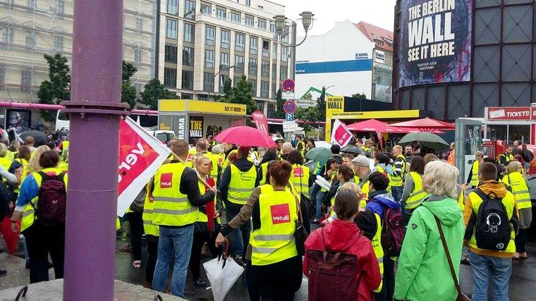 Streikende in der Friedrichstraße